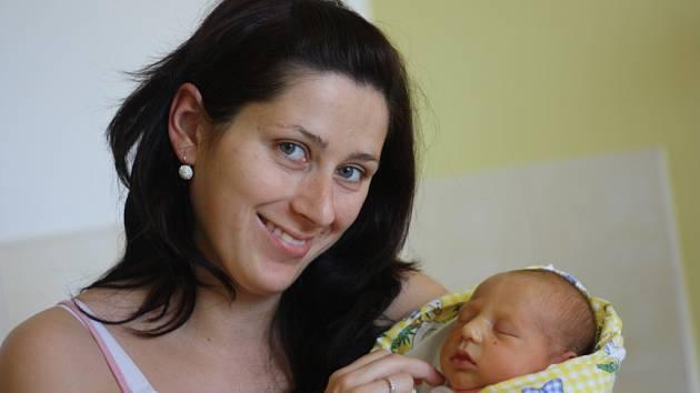 Rodina maminky Jany a tatínka Lukáše z Konárovic se rozrostla. Adam Kahoun se narodil 29. března 2012, a to s výškou 50 centimetrů a váhou 3290 gramů.