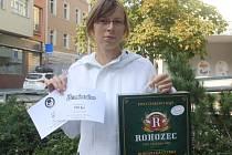 Jana Dvořáková mladší vyhrála karton piv značky Rohozec, poukázku v hodnotě 100,-Kč do kavárny Kristián a poukázku v hodnotě 100,-Kč do Fresh baru Bombardino.