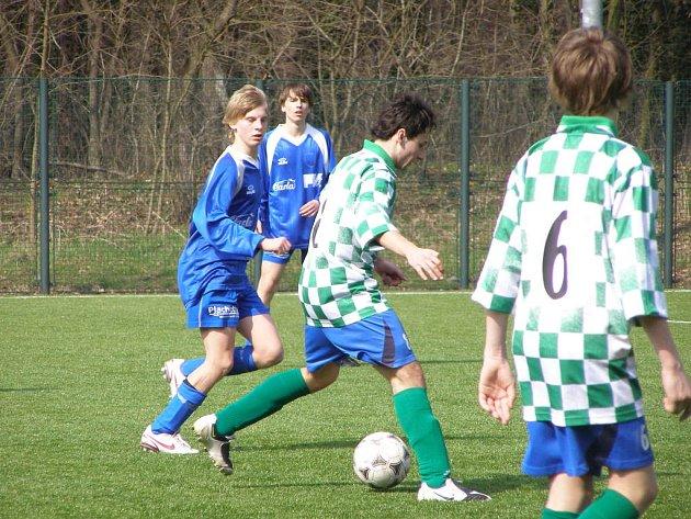 Z utkání mladšího dorostu FK Kolín - Dvůr Králové  (2:0).