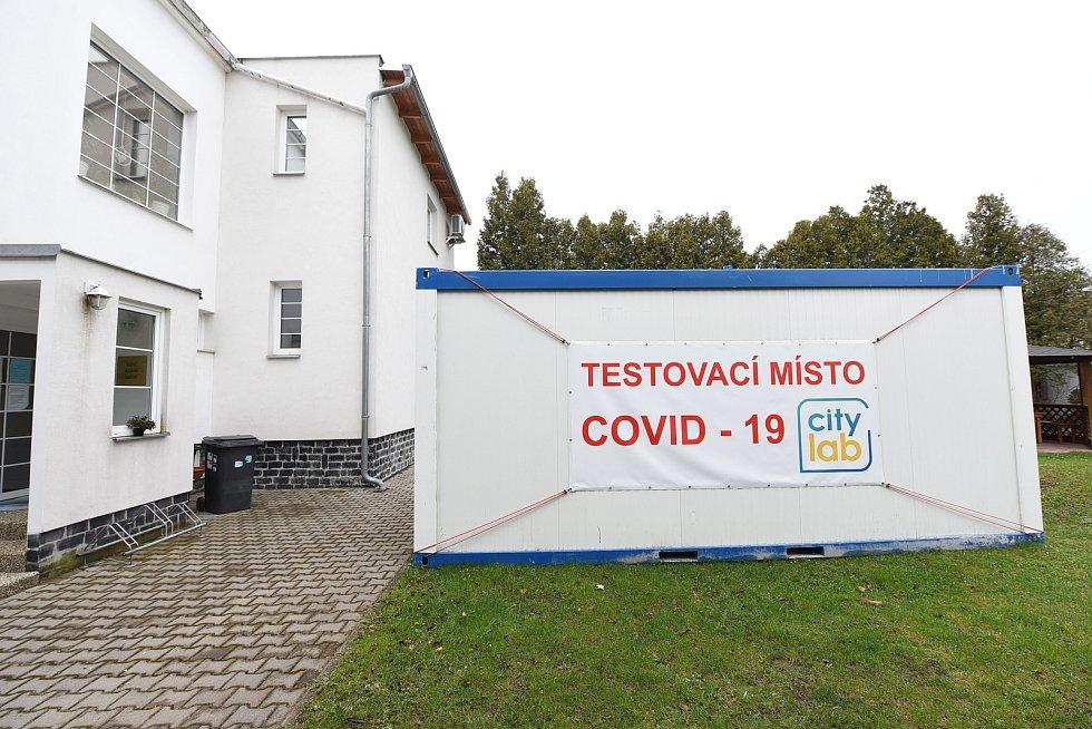 Odběrové místo na pozemku 1. kolínského sanatoria v ulici V Břízách v Kolíně.