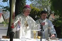 Bohoslužebné setkání při příležitosti vysvěcení opravené kapličky sv. Václava, Vyžlovka 8. května 2011