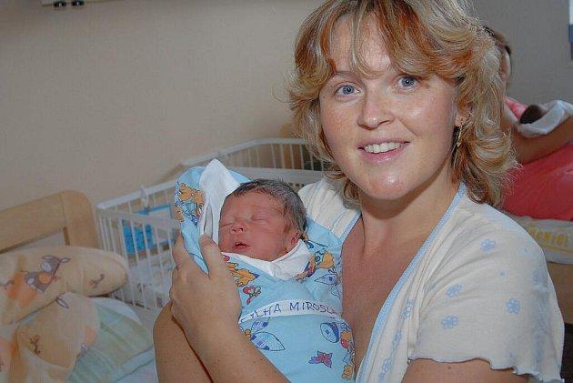 Miroslav Pýcha, vážící 2700 gramů a měřící 47 centimetrů, přišel na svět 25. srpna. Jako první přírůstek do rodiny si jej do Peček odvezli rodiče Martina a Miroslav.
