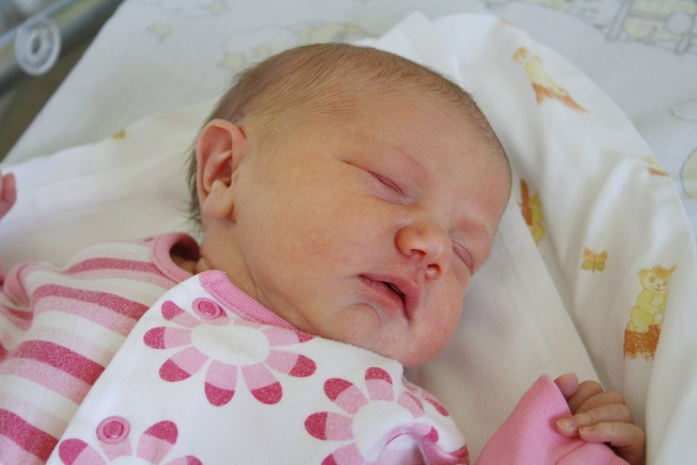 Laura Pavlasová spatřila světlo světa 16. srpna 2016. Po porodu vážila 3805 gramů. S maminkou Anetou, tatínkem Tomášem a tříletým Adámkem bydlí ve Starém Kolíně.
