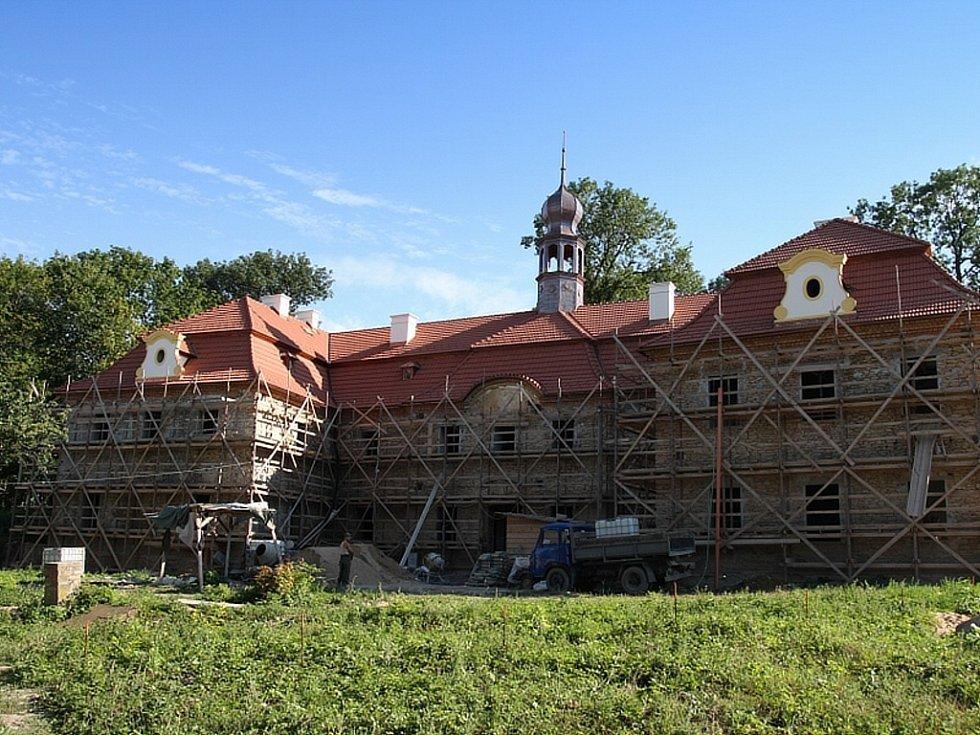 Oprava zámku v Radovesnicích I.