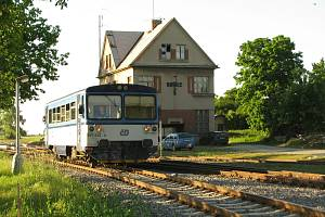 Železniční trať 012 projíždí krásnou krajinou