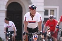 Hejtman Petr Bendl ujel na kole desítky kilometrů.