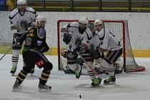 Z hokejového utkání Žabonosy - Kutná Hora (1:2).