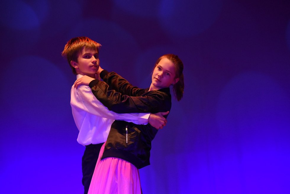 V kolínském divadle tančily soubory z celého kraje