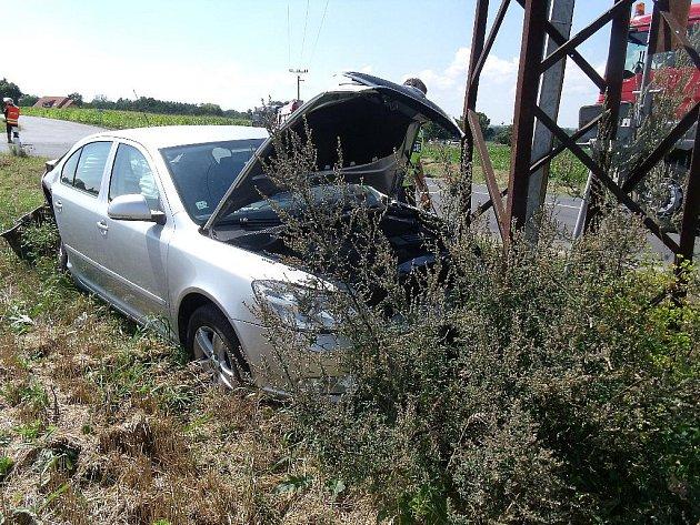 Dopravní nehoda tří osobních aut poblíž Bečvár, 18.8.2011