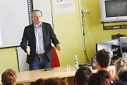 Václav Klaus ml. besedoval se studenty o tématech jako je školství a co si mají odnést ze studií.