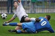 Z utkání FK Kolín - Horní Měcholupy 1:1