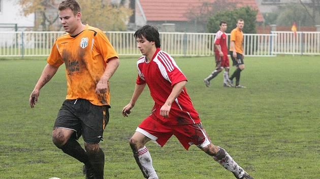 Z utkání fotbalového okresního přeboru Kolínska Býchory - Bečváry (3:1).