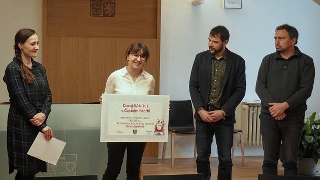 Jana Kratochvílová, předsedkyně a manažerka neziskové organizace Leccos, při převzetí ceny.