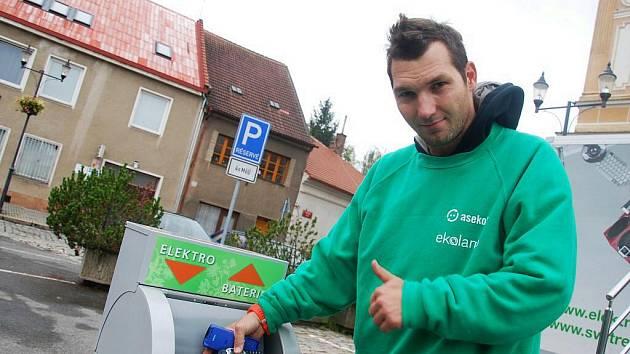 Interaktivní návěs Svět recyklace zastavil ve středu na náměstí v Českém Brodě.
