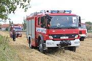 Požár pole u obce Bylany u Českého Brodu.