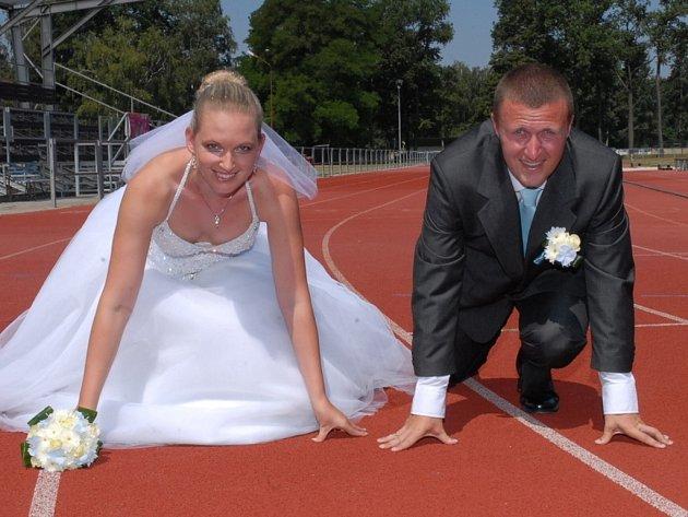 Svatební fotografie? Stylově na stadionu