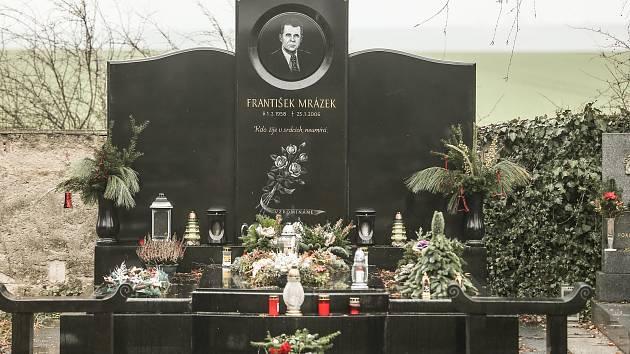 Hrobka zavražděného podnikatele Františka Mrázka na Městském hřbitově v Českém Brodě.