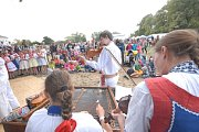 Festival Kefír se přesunul k zámku Kačina