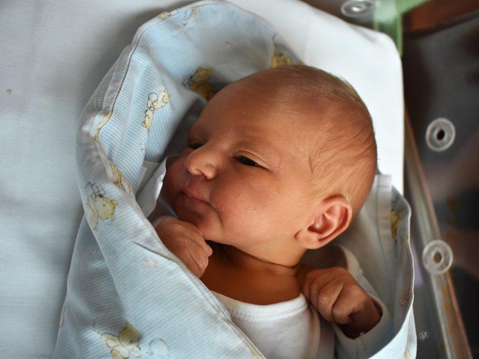 Josef Řehák se rozplakal 27. března 2017 smírami 50 centimetrů a 3185 gramů. Maminka Tereza a tatínek Roman si svého prvního potomka odvezli do Polních Chrčic.