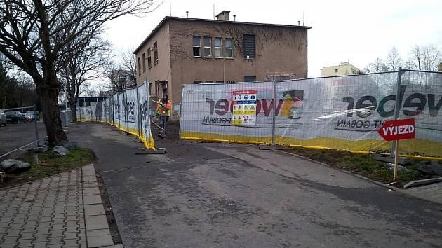 Ze zahájení rekonstrukce bývalého pavilonu patologie na ústavní lékárnu v areálu Oblastní nemocnice v Kolíně.