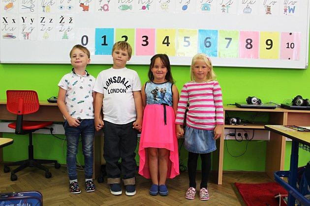 Do Základní a mateřské školy Bečváry usedli čtyři noví žáčci.