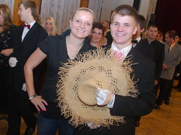 anečníci v kloboucích velkých, malých, tmavých nebo barevných se v pátek sešli v českobrodských tanečních. Konala se tam totiž tzv. Klobouková prodloužená.