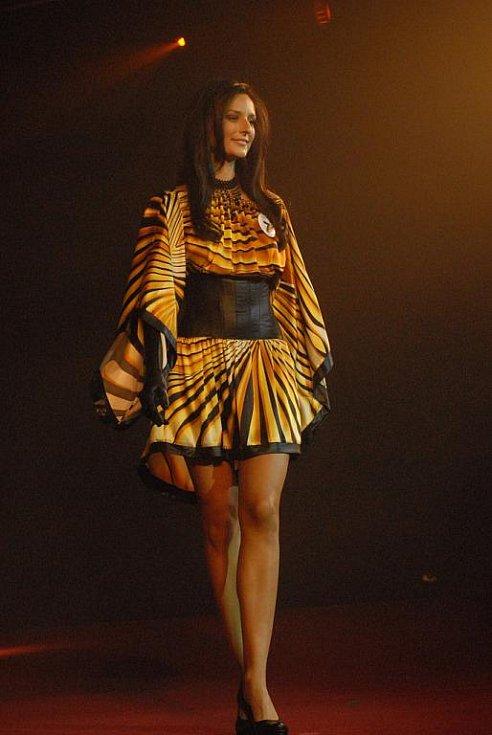 Ke krásným ženám patří krásné šaty