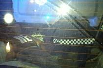 Strážníci museli v nočních hodinách hodně ostřit zrak, aby se ujistili, že je co do obsahu kufru vozidla oči neklamou.