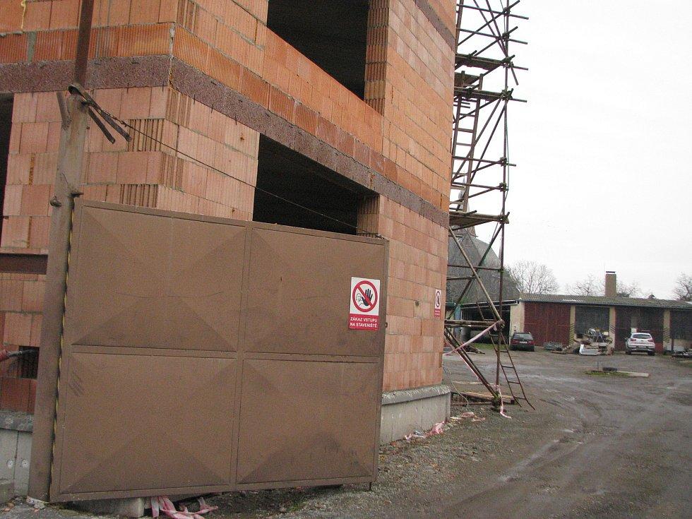 Stavba bytů pro seniory v Plaňanech.