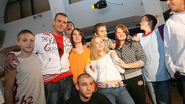 Skupina Rybičky 48 natáčela v kolínských Starých lázních klip