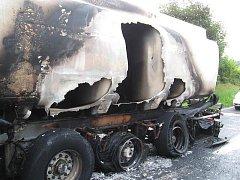 Požár cisterny na brněnské dálnici.