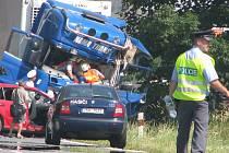 Těžká dopravní nehoda před Osečkem