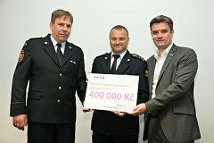 Příspěvek ve výši 400 tisíc korun umožní nachystat kontejner s vybavením pro rozmanité práce hasičů na vodě – od výjezdů k tonoucím přes likvidaci úniků nebezpečných látek až po pomoc obyvatelstvu při povodních.