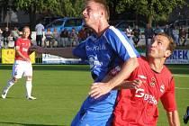 Z divizního fotbalového derby Velim - Kolín (1:1)