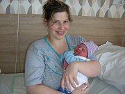 Matěj Gombita se narodil 3. dubna 2018 v porodnici v Hořovicích. Vážil 3520 gramů a měřil rovných 50 centimetrů.  Maminka Petra a tatínek Peter si chlapečka odvezli do Doubravčic, kde už se na něj těšil dvouletý bráška Jakub.   Foto: Jiřina Marečková