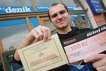 Luboš Adámek vyzvedl cenu pro kamaráda Mariana Mujgoše, který vyhrál 5. kolo Tip ligy.
