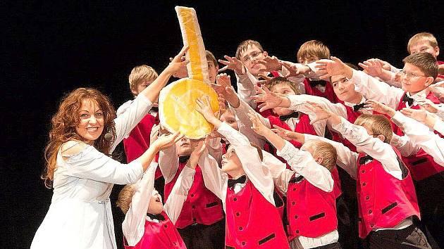 Do Městského divadla v Kolíně přivezla Michaela Novozámská a Hudební divadlo dětem spoustu písniček a dobré nálady.