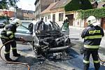 Požár auta v ulici Politických vězňů v Kolíně