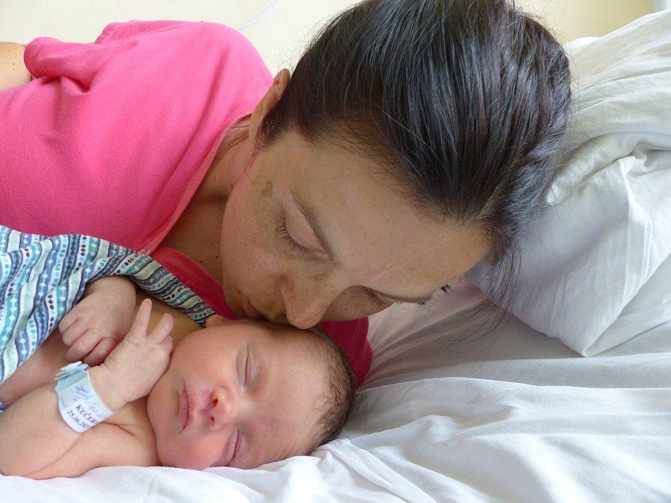 Tobiáš Kučera se narodil 25. června 2021 v kolínské porodnici, vážil 2695 g a měřil 47 cm. Do Kamhajku odjel s maminkou Markétou a tatínkem Lukášem.
