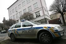 Před průmyslovou školou v Kolíně došlo 11. 12. 2008 k napadení sedmnáctiletého mladíka.