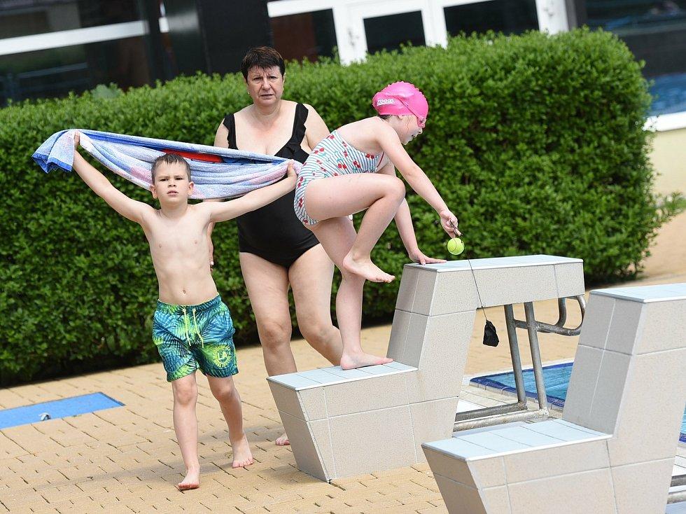 Vodní svět v Kolíně: u venkovního bazénu.