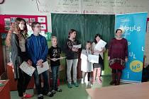 Odměny pro děti ze Základní školy Miloše Šolleho v Kouřimi v rámci kampaně Rozsviťme Českou republiku.