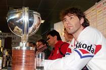 Hokejoví mistři světa přiletěli do ČR
