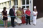 Černokostelecká škola získala nová okna