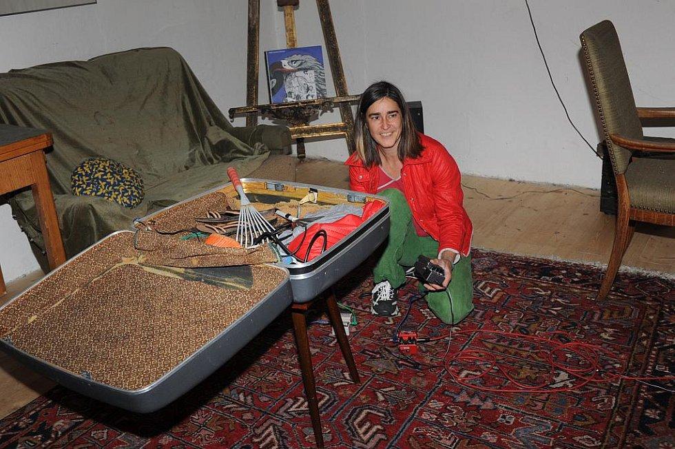 Švýcarka Stini Arn otevřela instalací týdenní sympózium v D.I.V.O. Institutu
