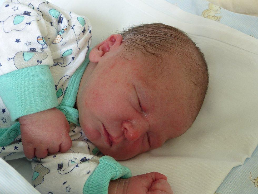 Radek Šubrt se narodil 19. května 2020 v kolínské porodnici, vážil 3500 g a měřil 50 cm. V Kolíně bude vyrůstat se sestrou Evelínou (19) a rodiči Jelenou a Radkem.