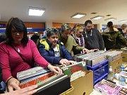 Tradiční setkání sběratelů přešlo plynule v hudební tržiště .