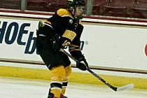 Kateřina Mrázová (s číslem 16) v dresu Boston Blades.