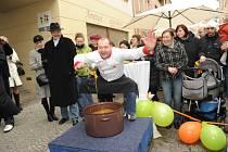 Na oficiální otevírání nové pobočky cestovní kanceláře v Kolíně dorazilo několik známých hostů.