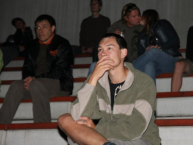 Promítání letního kina na Kmochově ostrově, léto 2008